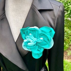 🆕 NWOT Nordstrom Chiffon Floral Brooch Pin